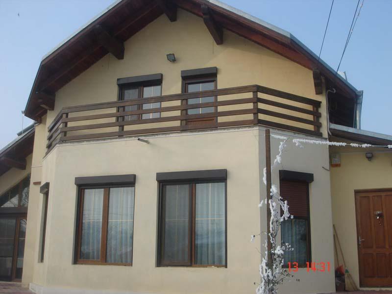Casa din lemn Tunari